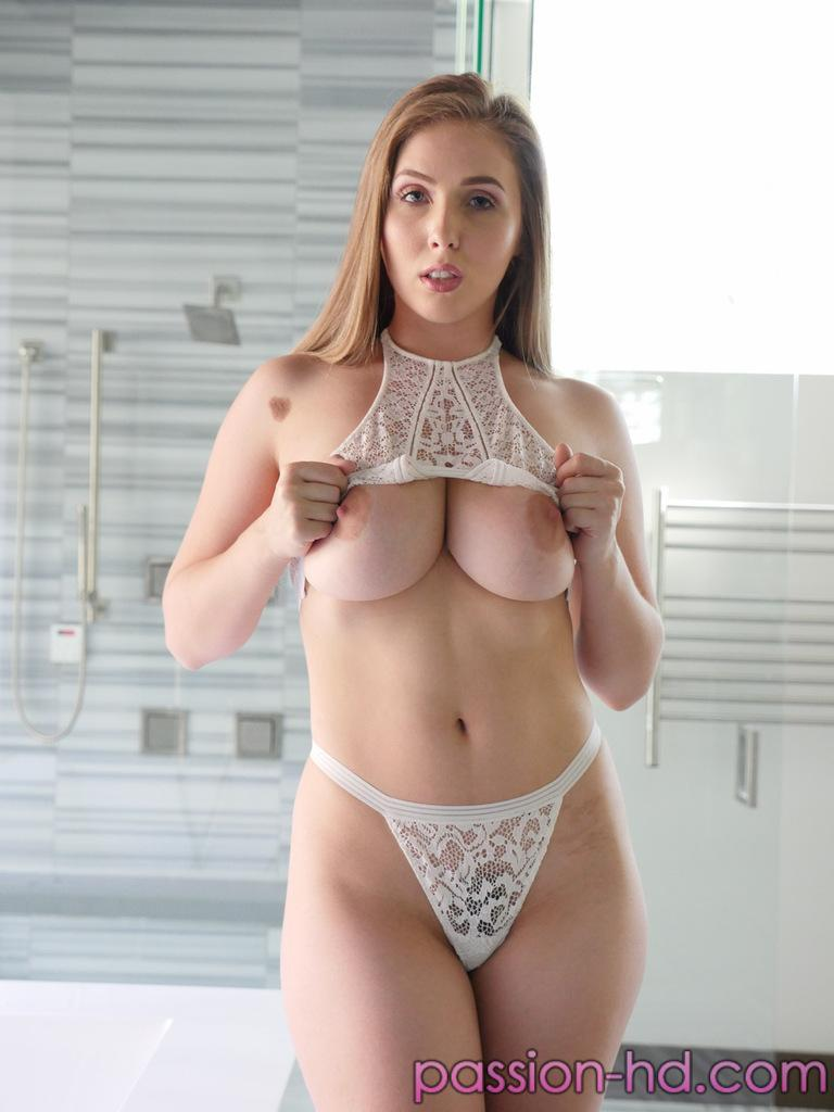 Beauty Porno Model Lena Paul Natural Big Tits