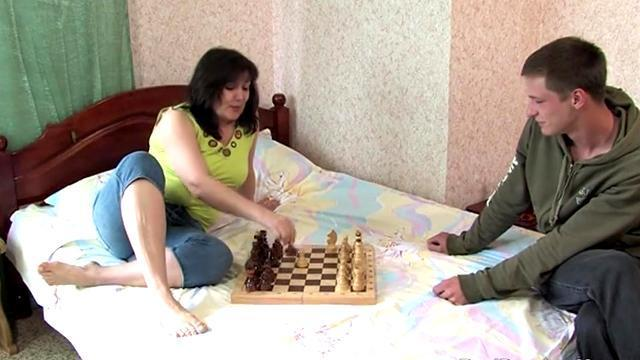 russian milf lost a young guy in chess and framed cunt