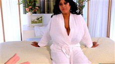chubby roxy reed came to the massage, where beauty fucked
