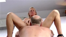 deep throating mature blonde filmed on the webcam closeup