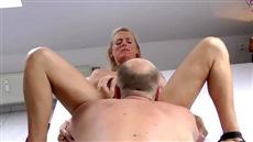 deep throating mature blonde filmed on the webcam closeup